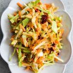 Recette de salade de chou au brocoli et à la canneberge et à l'orange