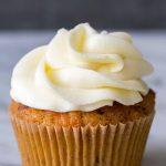 Recette de cupcakes au gâteau aux carottes | SimplyRecipes.com