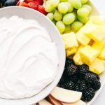 Trempette moelleuse à la guimauve et au fromage à la crème (3 ingrédients!)