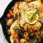Poulet rôti à l'ail parfait avec légumes