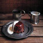 Pouding au caramel collant avec sauce | Nourriture de confort