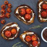 Crostini à la confiture de tomates séchées - LITTLEROCK