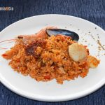 Riz aux langoustines et pétoncles, un délice de riz à la paella pour des vacances
