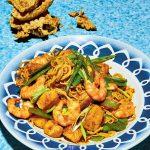 Nouilles sautées aux crevettes et au poulet (mie goreng udang) | Recettes indonésiennes