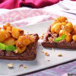Gaufres à l'avoine et au chocolat aux abricots, un petit-déjeuner spécial avec des fruits supplémentaires