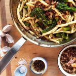 Pâtes Aglio Olio e Peperoncino avec broccolini et bacon strié Pangrattato Silvia Colloca Recettes