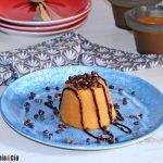 Flan protéiné à la crème brûlée et au kaki kaki, un délicieux dessert à la cuillère avec deux ingrédients