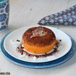 Gâteau aux patates douces et noix de coco fourré au chocolat en 5 minutes, recette d'un délicieux mug cake