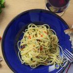Spaghetti à l'ail, à l'huile et aux piments forts.  Cela ressemble à une recette facile, mais ce n'est pas le cas!